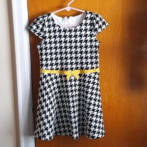 Girls size 5 Houndstooth dress with yellow ribbon